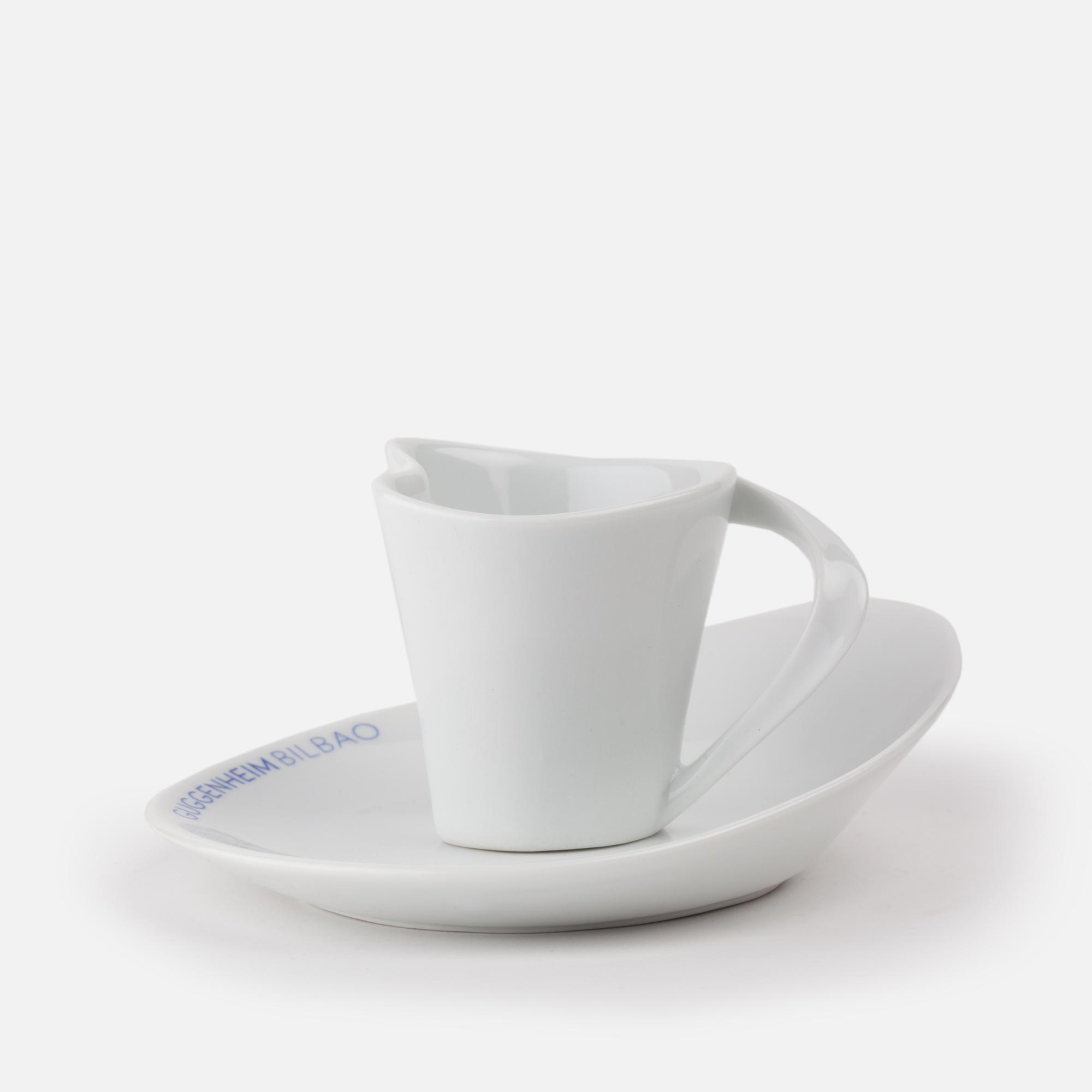 Taza de café y platillo de porcelana